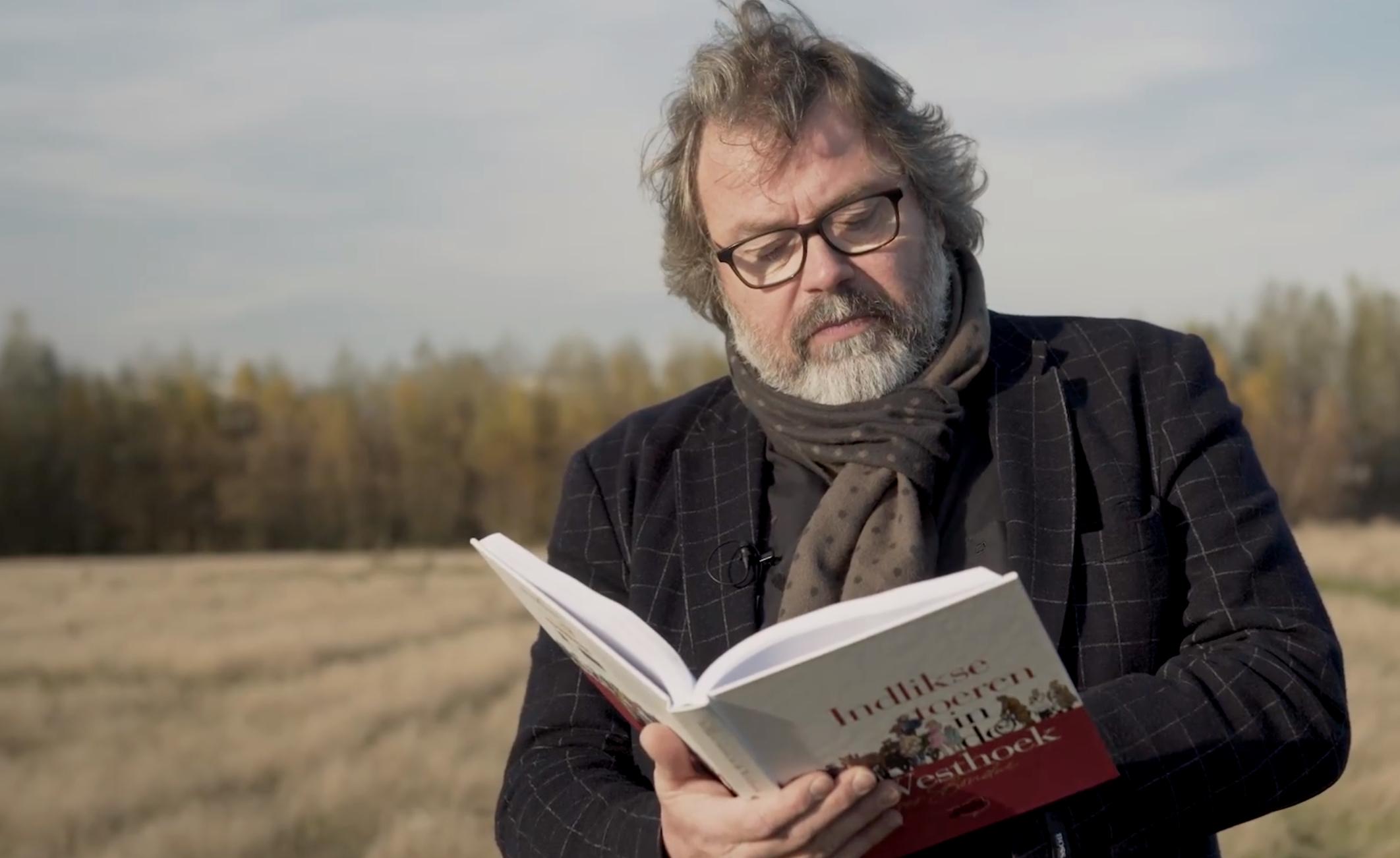 Yves Bondue leest voor uit eigen werk - foto: Inge Verschatse
